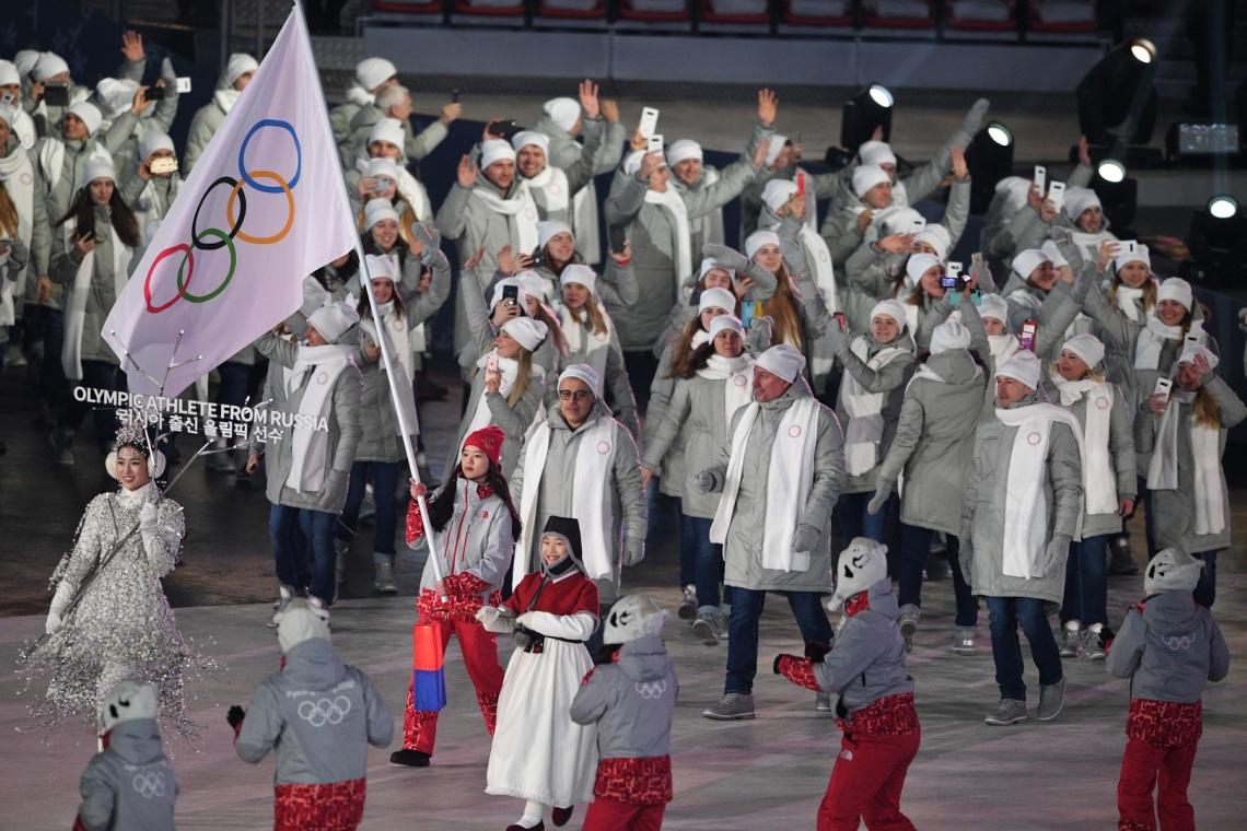 7792197492_les-athletes-russes-ont-defile-sous-banniere-olympique.jpg