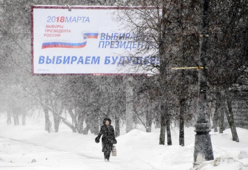 nous-elisons-un-president-nous-elisons-le-futur-proclame-cette-affiche-de-promotion-de-la-campagne-electorale-mais-elle-laisse-la-plupart-des-electeurs-indifferents-photo-kirill-kudryavt