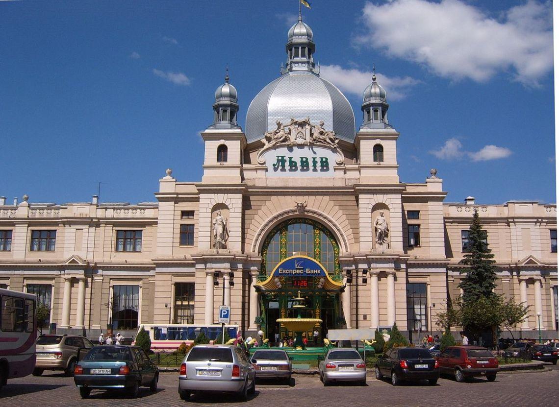 1200px-Lviv_Railway_station.jpg